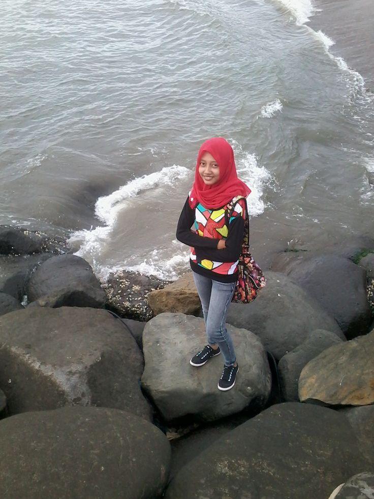 on Padang Beach, deket jembatan siti nurbaya (: