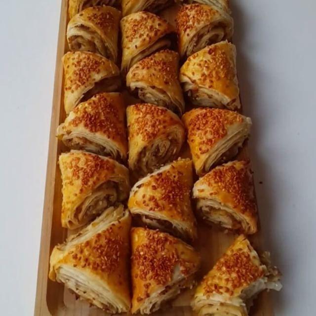 Tereyağlı nişastalı çıtır börek
