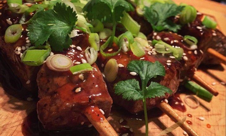 Saftiga asiatiska grillspett med en farligt god hemgjord glaze.