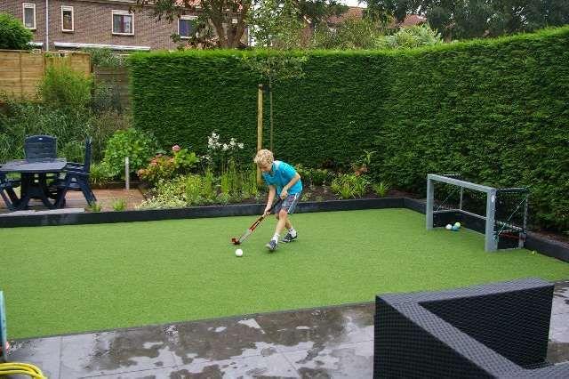 fraai privé hockey kunstgras veld in de achtertuin