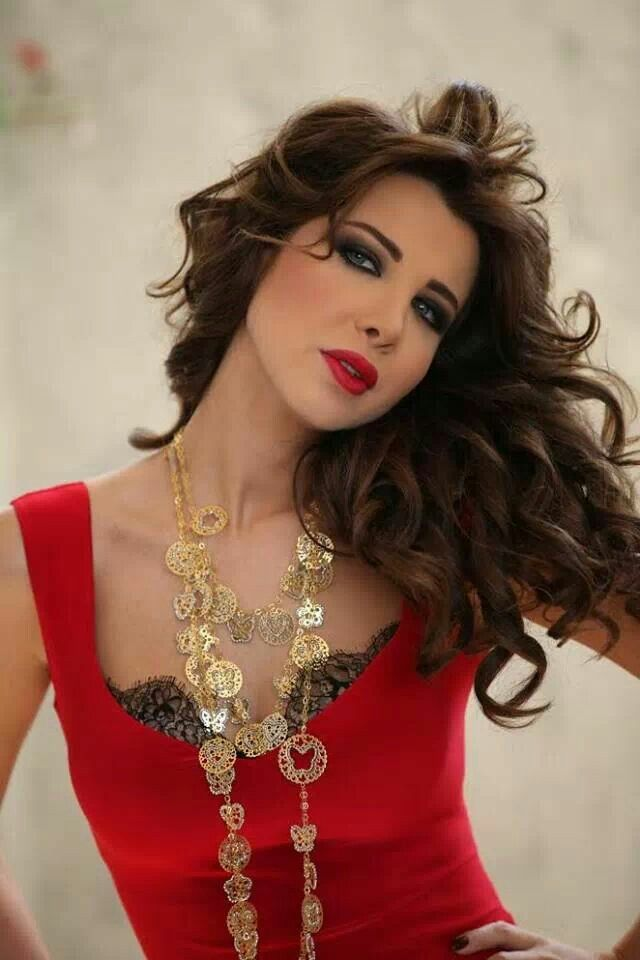 Nancy Ajram love the red look #arabicmakeup