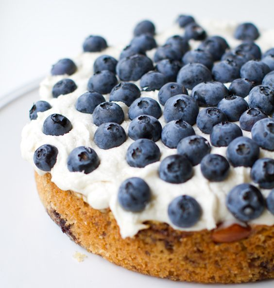 Healthy. Happy. Life.   Frosted Blueberry Cake (Vegan): Frostings Blueberries, Recipes Ideas, Vegans Slices, Eating Ideas, Blueberries Cakes, Vegans Blueberries, Vegans Recipes, Cakes Vegans, Vegans Desserts