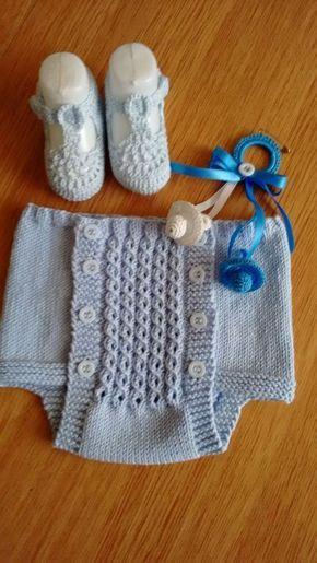 Material: ver hilos Hilo de algodón 50 gramos Agujas del 2,50 mm 8 botones Talla: 2-5 meses Si quereis una talla más trabaj...