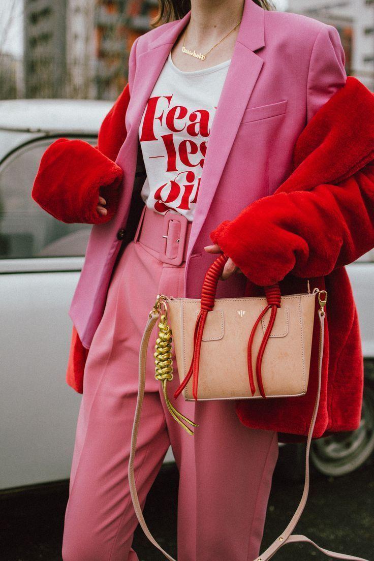 Das nicht kitschige pink-rote Valentinstag-Outfit
