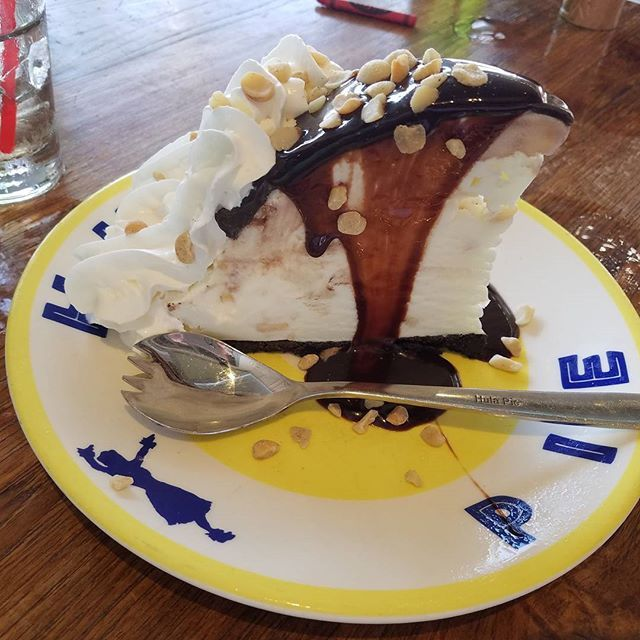 The hula pie is just as good in California  #hulapie #food #travelagent #sandiego #lajolla #lajollalocals #sandiegoconnection #sdlocals - posted by The Hawaiian Home  https://www.instagram.com/thehawaiianhome. See more post on La Jolla at http://LaJollaLocals.com