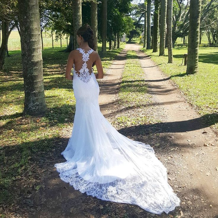 Obsessed with the back of Salina's bespoke dress! The full dress is made from a delicate chantilly lace, top to hem. Accentuated with beaded, corded lace appliqué. _ _ _ _ #realbride #realwedding #weddingdress #luxuryweddingdress  #hanrieluesbridal #bridalcouture #bridaldesign  #bespokedress #bridesofinstagram #bespokewedding #luxurywedding #dreamdress #bespoke #laceback #illusionbodice #lowbackdress #lacetattoos VENUE: @collisheen