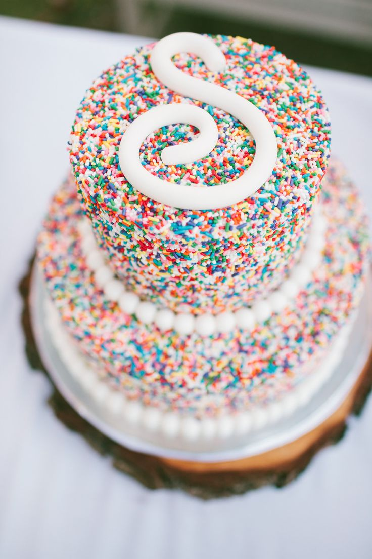 #Sprinkles #WeddingCake | See the wedding on #SMP Weddings - http://www.stylemepretty.com/2013/12/09/saddlerock-ranch-wedding/ Photography: Vis Photography