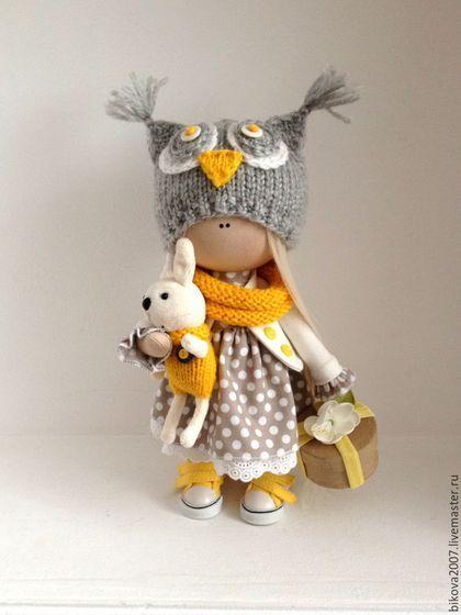 Купить или заказать Совушка в интернет-магазине на Ярмарке Мастеров. личным подарком для ваших близких на день рождение, Новый год или просто украсит интерьер комнаты. Куколка выполнена из качественных материалов может сидеть и стоять самостоятельно. Одежда не съёмная.
