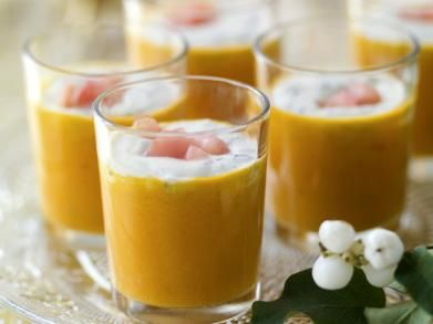 soepje als amuse - tomatensoep met basilicumroom