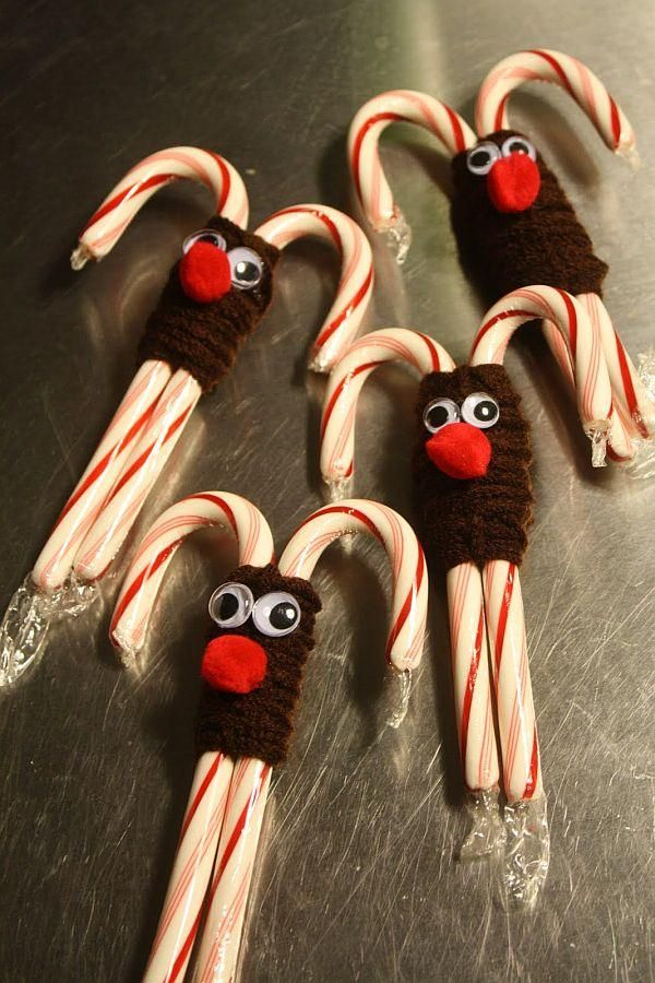 reindeer candy canes - no instructions on site - easy to make; candy canes, yarn, googly eyes and red pom pom could also use pipe cleaners!