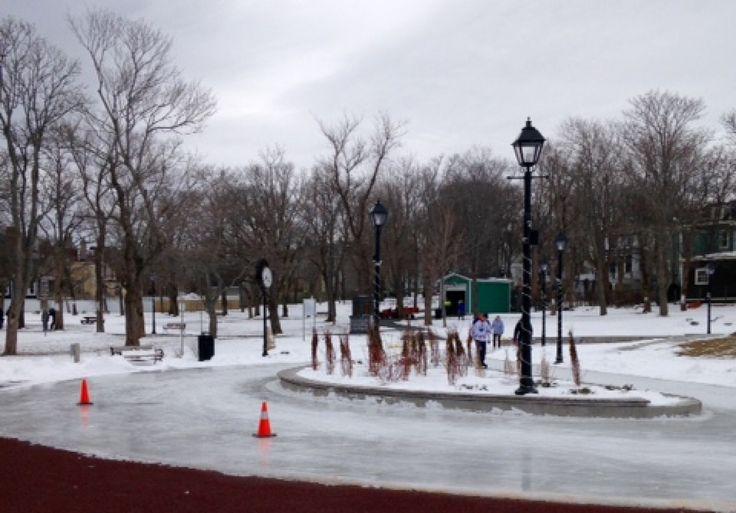 Une activité populaire dans le hiver est le patinage sur la boucle dans le Bannerman Park. (Ishika)