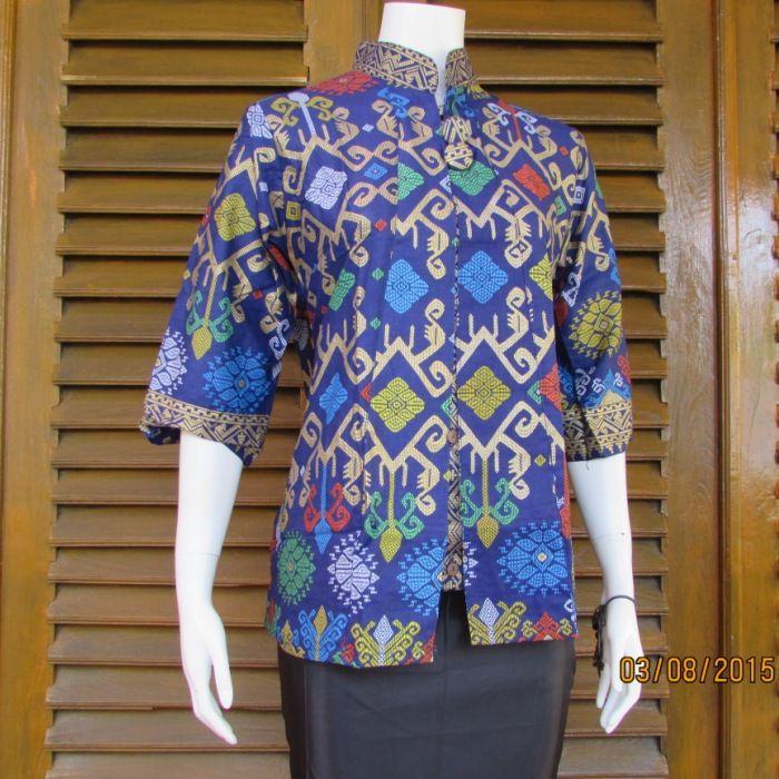 toko online yang berada dikota solo menjual blus kerja motif batik dengan harga murah dan desain yang modern terbaru dan modis untuk ke kantor