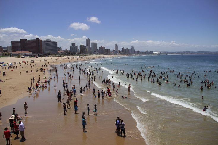 Strand in Durban - warmes Wasser, tolle Wellen zum Surfen und perfektes Wetter