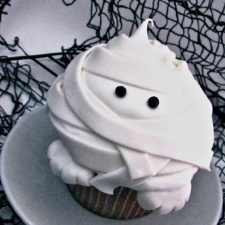 mummy cupcaked http://www.thecakeblog.com/category/cupcakes/page/4