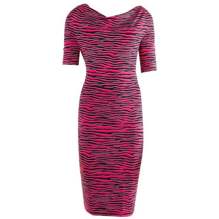 Jurk Waterfall Zebra van Juffrouw Jansen. Opvallende koker jurk met kersen rode zebra print, losvallende boothals | Dresses Only