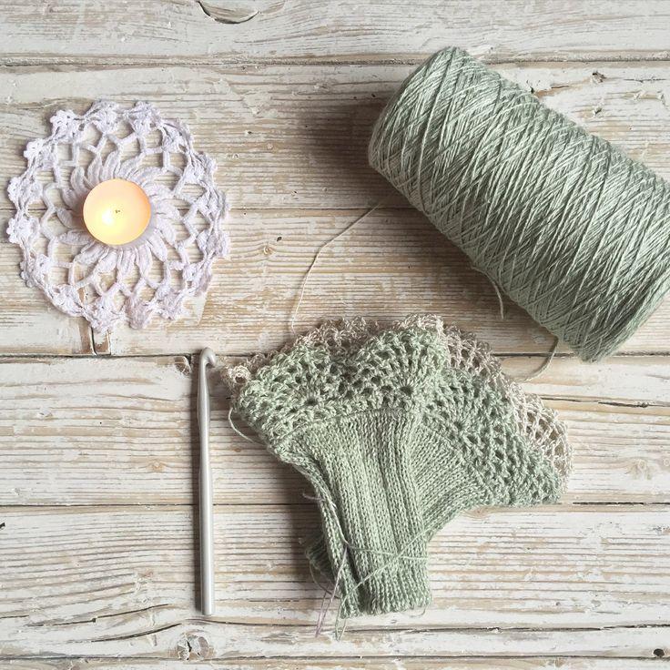 Crocheting some cotton lace cuffs!