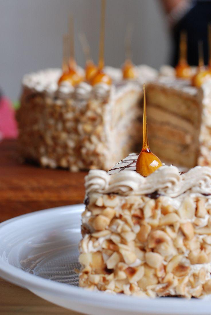 Marieke Grunbauer maakte deze hazelnoot cappuccino taart bij de Taartenbakwedstrijd van het Festival der Zoete Verleidingen 2014. 4e plaats.