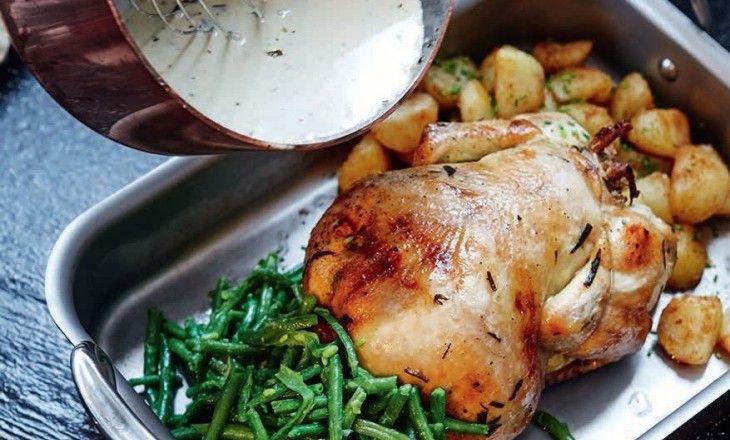 Den bästa kycklingen är den som går och pickar på ladugårdsbacken och som du nackar, fyller med vitlök, dragon och citron och långsamt rostar i ugnen.