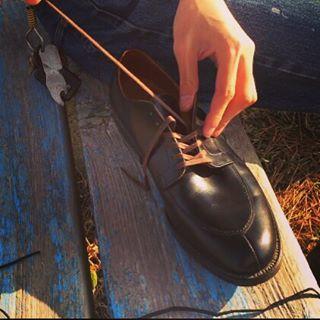 2017/04/02 16:54:51 vtg.masa . 今日は天気が良かったので隠れオールデンの靴紐を変えました(^_^) 黒から茶に変え、少しカジュアルになりました😎  #vintage#70s#alden#オールデン#levis#リーバイス#501#66前期