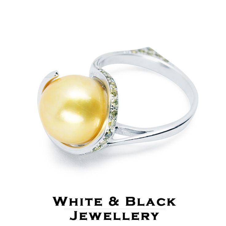 Sárga déltengeri gyöngy gyűrű sárga gyémántokkal és zafírokkal - Yellow southsea pearl ring with yellow diamonds and sapphires