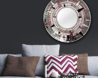Espejo de bronce Art - espejo mosaico - Arte Deco por MirrorEnvy  Vórtice es un impresionante espejo redondo, hecho de espejo y azulejos del espejo coloreado. Cuenta con un diseño intrincado, de vórtice, que está garantizado para impresionar! Este espejo de mosaico grande y recargado es el punto focal perfecto para tu dormitorio, baño, ingreso camino, repisa de la chimenea, o haría un regalo de cumpleaños muy especial. Sorprender a un ser querido con un increíble regalo para ella y añadir…