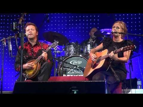 Troy Cassar-Daley & Kasey Chambers - I'm So Lonesome I Could Cry