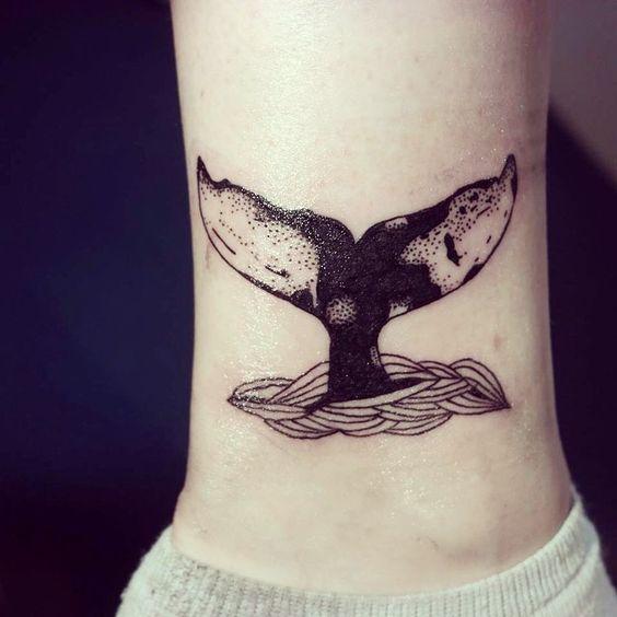 Изящные татуировки с изображением китов