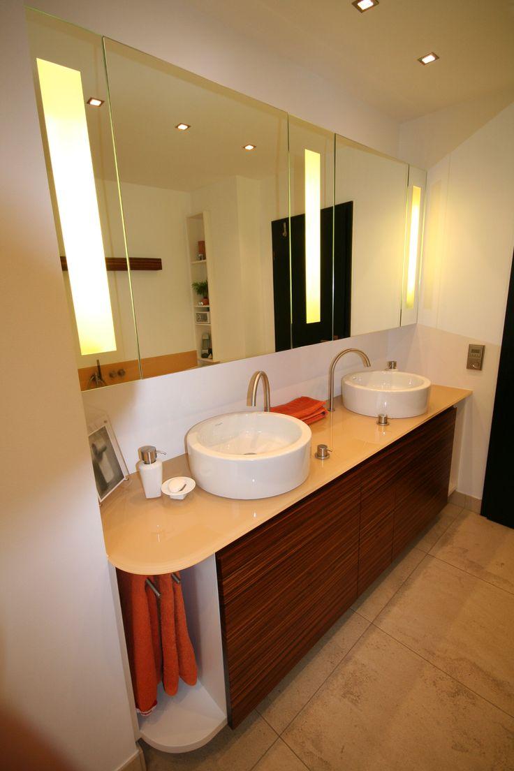 Die Zebranooberfläche des Waschtisches in Verbindung mit dem lackierten Glas ist ein wahrer Blickfang in Ihrem Bad.