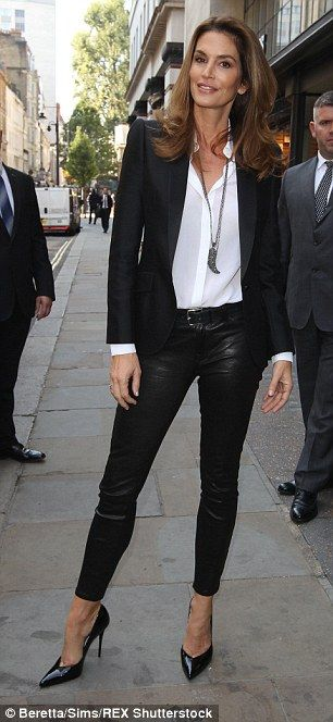 Cindy Crawford shows off her incredible supermodel figure in London #dailymail