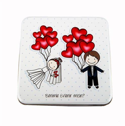 Sevgilinize hem romantik hem de midesine layık bir doğum günü hediyesi almaya ne dersiniz?   http://www.buldumbuldum.com/hediye/sevgiliye_ozel_metal_kutuda_cikolatali_bonbonlar/
