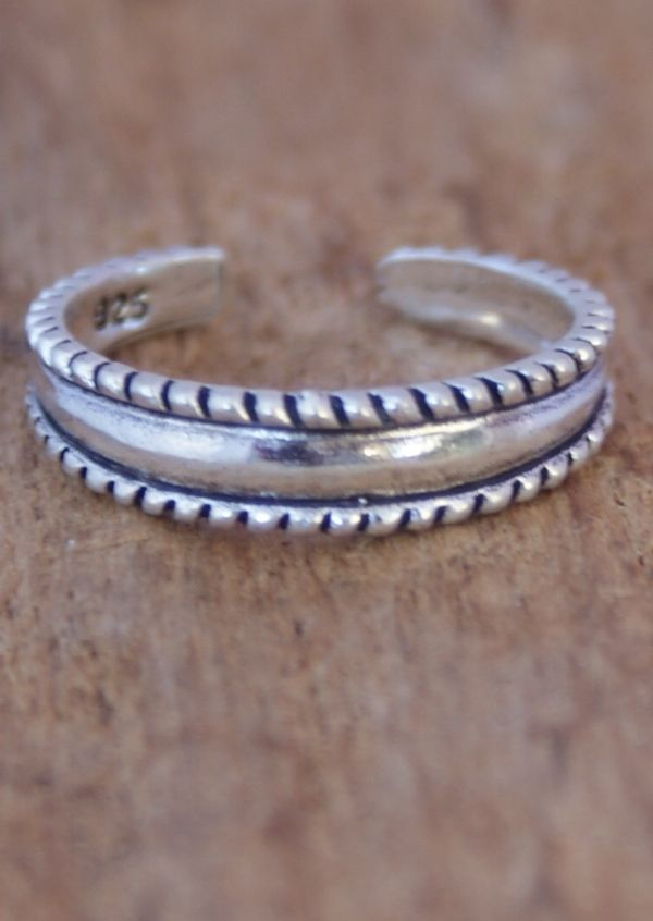 Karma East - Silver Ribbed Toe Ring