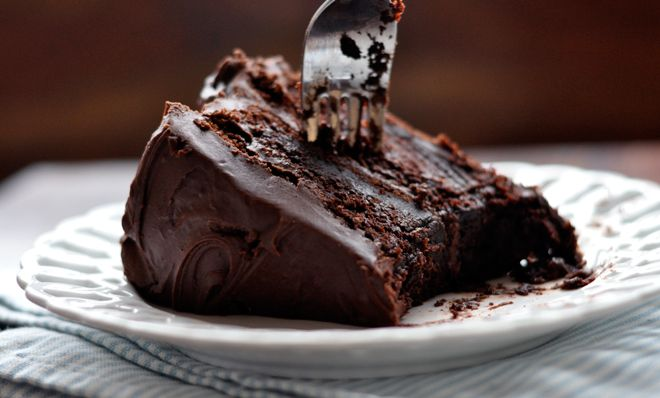 This chocolate cake looks easy and delicious- sold!