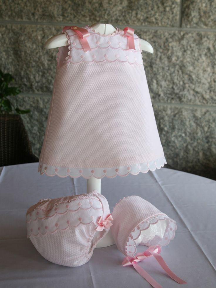 Vestido+en+piqué+rosa+con+puntillas+suizas+pvp+conjunto+65+talla+6-12+meses.jpg…