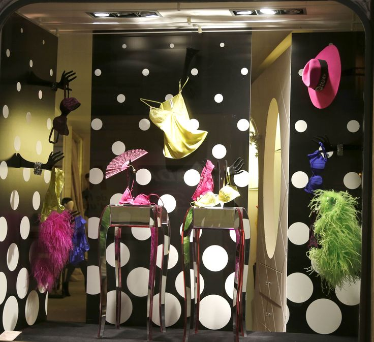 Préférence 36 best Vitrines Boutique Chantal Thomass images on Pinterest  XR99