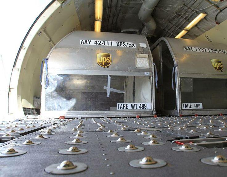 Wnętrze luku towarowego MD-11. Fot. Dariusz Kłosiński