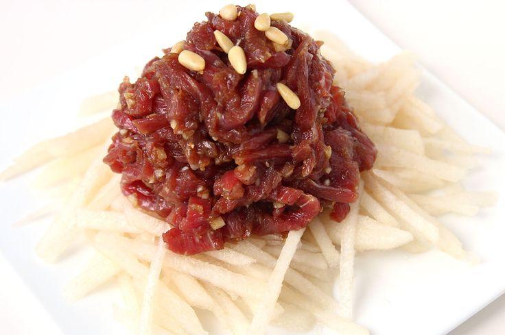 Korean style beef tartare (Yukhoe) recipe - Maangchi.com