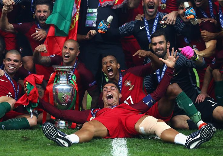 Portugal celebrating #PORFRA #EURO2016