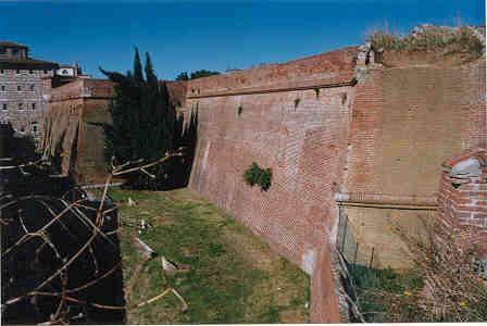 1. Dalla cinta medievale al fronte bastionato (Obiettivo Maremma)