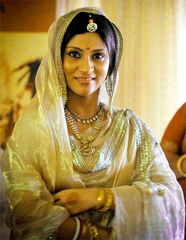 Konkona Sen Sharma at her wedding. Traditional minimalist.