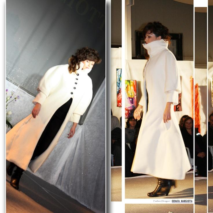 """Abrigo extraído de la colección """"Ritorno alla clessidra otoño/invierno 2007-2008"""" diseñado y realizado por Donata Margiotta"""