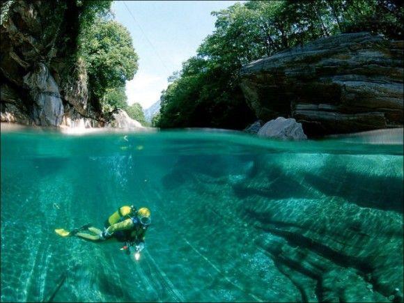 澄んだ水と恐怖のダムがあるスイス ヴェルザスカ