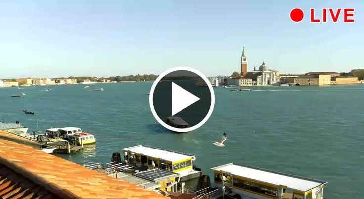 Blick über den Bacino, die Biennale und Gärten und die Insel