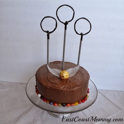 East Coast Mommy: Easy Harry Potter Cakes. Harry potter jellybeans on bottom, golden wrapped chocolate. It would be cool if the circles were candles.