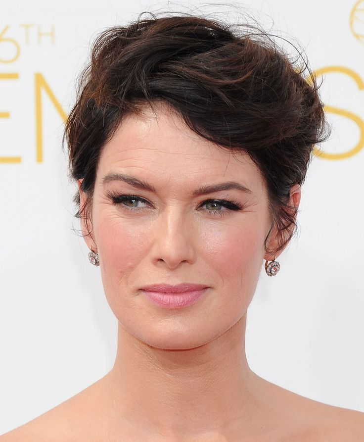 Lena Headey rocked a soft pink lip with CHANEL Rouge Double Intensité Ultra Wear Lip Colour in Sensual Rose. #Emmys #Celebrity #Makeup