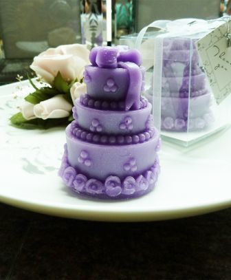purple cake candle wedding favors, purple cake candle bomboniere