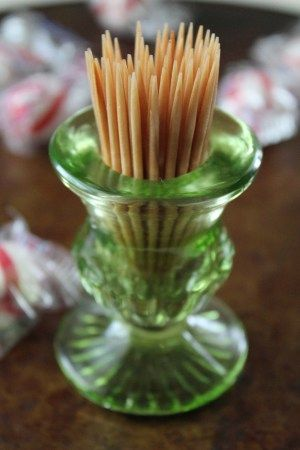 Recipe to make your own cinnamon flavored toothpicks.