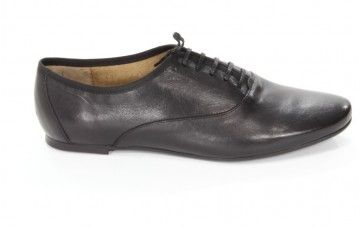 Eleganckie #polbuty Gino Rossi na płaskiej podeszwie. Sznurowane #buty damskie.