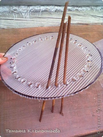 Мастер-класс Плетение Поликарбонатное дно для круглой плетеной корзины Бумага газетная Клей Материал бросовый фото 2