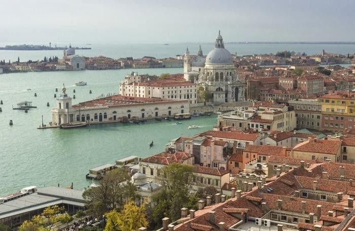 Venezia è il niente circondato dall'acqua