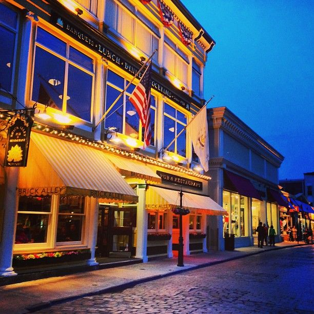 Brick Alley Pub & Restaurant - Newport, RI Bon Appetite award for lobster rolls